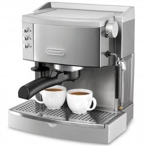 La cafetera DeLonghi EC 700 sirve para las capsulas y para cualquier café molido que gustemos.