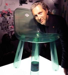 Marcel Wanders con su silla Sparkling, reciclage de diseño.