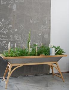 Mesa huerto utilizabe en interior o exterior, una idea de Gaëtan Collaud, fácilmente imitable.