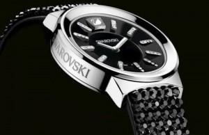 Un reloj Swarosvski, calidad de materiales y presencia asegurada. Lo que les decíamos, un reloj que gusta o... desagrada.