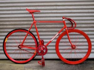 Bonita y poco práctiva Fixie de piñón fijo. Una bicicleta para expertos.