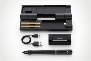 En la foto uno de los modelos de bolígrafo inteligente con sus accesorios.