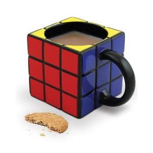 Una taza de Cubo de Rubik, un regalo originalísimo sin gastar demasiado.